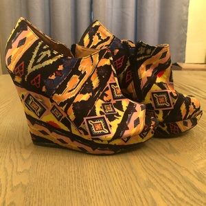 Qupid Woman's muti-color size 7 wedges